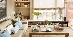 Un mueble bajo para guardar y una mini estantería