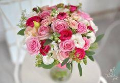 """35 aprecieri, 1 comentarii - Florarie cu gust (@florarie_cu_gust) pe Instagram: """"#florariecugust#happyness#colours#mireasamea#aboutlastweekend#mybride#loveflowers#vscoflowers#vsco#instaweddings#instaflowers#instalike"""""""