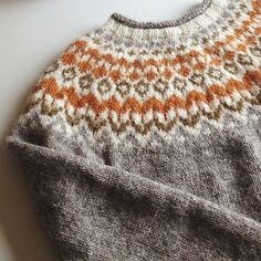 Riddari, love the colors! Fair Isle Knitting, Knitting Yarn, Free Knitting, Easy Knitting Patterns, Knitting Projects, Crochet Projects, Icelandic Sweaters, Hand Dyed Yarn, Mode Inspiration