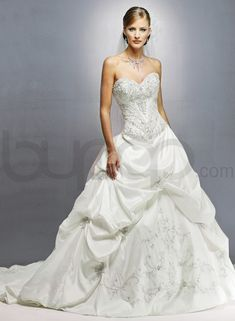 ivory wedding gowns with sweetheart necklines | Tulle Strapless Sweetheart Neckline A-line Wedding Dress - Bupop.com