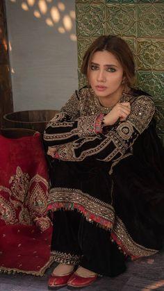 Pakistani Indian WEAR Chiffon Net With Lining salwar kameez Fabric Only Pakistani Bridal Dresses, Pakistani Dress Design, Pakistani Outfits, Indian Dresses, Indian Outfits, Indian Designer Outfits, Designer Dresses, Pakistani Designer Clothes, Indian Attire