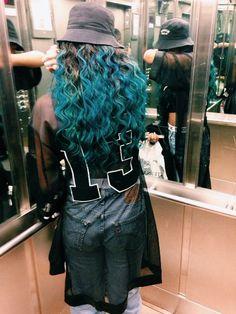 Girl w/ blue colored hair yaaaas Buvket hat .