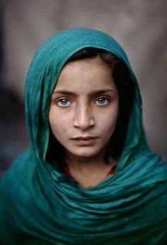 Miriam by the Nile  [Måske det bedste portræt foto jeg nogensinde har set. Bringer minder frem.     Steve McCurry]