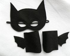 Adult Size Batman Mask and Cuffs A batman costume for Halloween or just for fun. Costume Batman, Batman And Robin Costumes, Superhero Cosplay, Halloween Candy Crafts, Fall Halloween, Batman Party, Superhero Party, Batman Mask Template, Diy Halloween Costumes