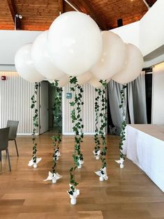 A small wedding can still have major décor impact with BIG balloons and a beautiful light and airy #organicarch #balloons, #balloondecorating, #lotparty.com