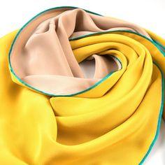 Dreieckschal Moitié-Carré gelb-beige | Bestswiss.ch Head & Shoulders, Beige, Fashion, Accessories, Personal Style, Yellow, Handarbeit, Moda, Fashion Styles