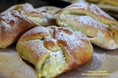 Laura's sweets: Branzoaice cu stafide si coaja de lamaie