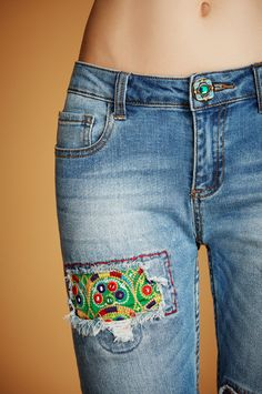 Ethnic details make the difference in these embroidered blue jeans embellished with mirrors, jewelled buttons, patches and stitches. Get exotic with Desigual this spring!