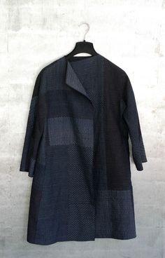 Patchwork of vintage indigo cotton ikats. Kimono Fabric, Thrift Fashion, Women's Fashion, Sweater Making, Aesthetic Clothes, Refashion, Fall Jackets, Beautiful Outfits, Stylish