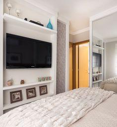 Uma jovem casa para um jovem casal. Veja: http://casadevalentina.com.br/projetos/detalhes/uma-jovem-casa-para-um-jovem-casal-549 #details #interior #design #decoracao #detalhes #decor #home #casa #design #idea #ideia #charm #charme #casadevalentina #quarto #bedroom #dormitorio