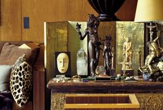 A true collector's interests are diverse and idiosyncratic — and his or her quest for them obsessive. In Yves Saint Laurent's Paris home on the rue de Babylone, a collection of bronze and ivory sculptures and an African mask. Sculpture Art, Sculptures, Yves Saint Laurent, Anne Sophie, Paris Home, Vintage Interiors, African Masks, Classic Interior, Displaying Collections