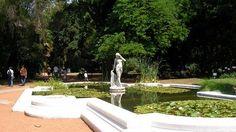Jardín botánico de Buenos Aires: diseñado por el paisajista Francés Carlos Thays ,  fue inaugurado en 1908. Tiene varias estatuas, fuentes y aproximadamente 7.000 especies de plantas y árboles de todo el mundo en 7 hectáreas en plena ciudad. Cuenta con un museo, una biblioteca, un invernadero y una escuela de jardinería.