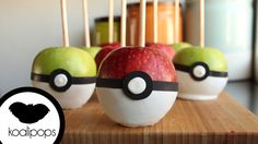 Pokeball Candied Apples Pokemon Snacks, Pokemon Candy, Chocolate Covered Apples, Caramel Apples, Cakepops, Centro Pokemon, Pokemon Party Decorations, Pokeball Cake, Garden Cupcakes