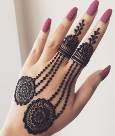 Check beautiful & simple arabic mehndi designs 2020 that can be tried on wedding. Shaadidukaan is offering variety of latest Arabic mehandi design photos for hands & legs. Henna Hand Designs, Mehndi Designs Finger, Simple Arabic Mehndi Designs, Stylish Mehndi Designs, Mehndi Designs For Girls, Mehndi Designs For Beginners, Wedding Mehndi Designs, Mehndi Designs For Fingers, Beautiful Mehndi Design