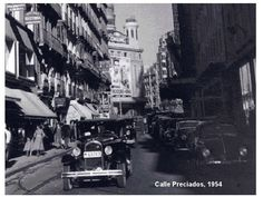Atasco (de coche) en la Calle Preciados de Madrid en 1954. Ahora los atascos son de personas.. #Madrid