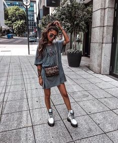 Mode Outfits, Casual Outfits, Fashion Outfits, Womens Fashion, Fashion Pics, Oversized Tshirt Outfit, Tshirt Dress Outfit, Moda Oversize, Dr Martens Outfit