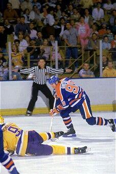 db64acf73 Wayne Gretzky goes to skate around Bernie Nicholls. Constantinos · Hockey