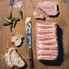 Country Pate made with ground pork, spices and bacon. Bratwurst, Pate Recipes, Cooking Recipes, Country Terrine Recipes, Country Pate, Classic French Dishes, Ham Steaks, Charcuterie, Chorizo