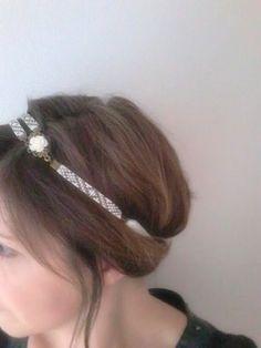 Headband Tissé / Bijou de Tête / Bandeau Cheveux / Serre Tête Motif Géométrique en Perles et Fleur en Résine sur un Cabochon : Accessoires coiffure par emma-shop