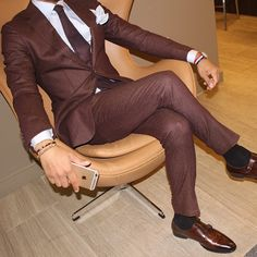 Custom Made Brown Mens Wedding Prom Party Suits Dinner Blazer 2 Pieces Bridegroom Tuxedos Best Man Suit terno masculino 2016 Style Gentleman, Gentleman Mode, Dapper Gentleman, Dapper Men, Sharp Dressed Man, Well Dressed Men, Suit Fashion, Mens Fashion, Style Fashion