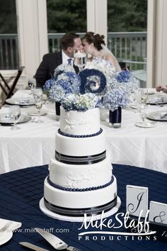 #blue wedding cake accents