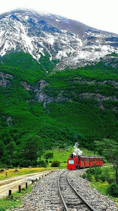 Train Travel, Solo Travel, Travel List, Old Train Station, Mountain Pictures, Train Pictures, Online Travel, Beautiful Places To Travel, Famous Places