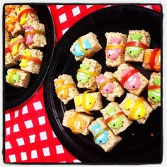 Kids Parties: Japanese Theme sushi for lily's lunches? funny cuz I was going to make her real sushis this week for her school lunch :)sushi for lily's lunches? funny cuz I was going to make her real sushis this week for her school lunch :) Rice Crispy Treats, Krispie Treats, Rice Krispies, Sushi For Kids, Kid Sushi, Kinds Of Sushi, Sweet Sushi, Sushi Party, Kids Meals