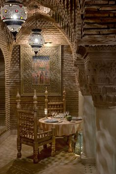 Moroccan riads 101 Riad Central: Marrakech's Luxury Retreats travel top articles hotel design Retro Dining Rooms, Dining Room Colors, Dining Room Design, Design Room, Moroccan Design, Moroccan Decor, Moroccan Style, Moroccan Interiors, Interior Exterior