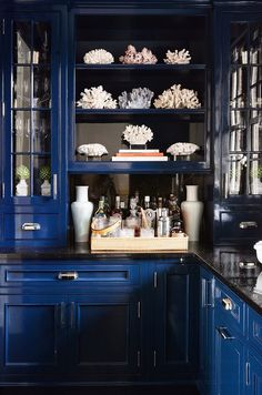 http://www.mixandchic.com/2015/01/home-tour-chic-and-beautiful.html?utm_source=feedburner