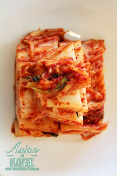 Hi guys! Today I'm sharing my traditional style of Korean Napa Cabbage Kimchi Recipe! 😀 There are a few ways to make traditional kimchi, but my kimchi recipe is how… Traditional Kimchi Recipe, Korean Food Side Dishes, Best Korean Food, Seonkyoung Longest, Napa Cabbage, Eastern Cuisine, Fermented Foods, Asian Recipes, Food Videos