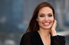 Jolie enfrenta risco de câncer sem sucumbir à ideia de Deus
