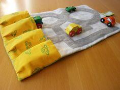 Anleitung für Nähanfänger für eine Spielzeug-Auto-Mappe für unterwegs. Tolles Weihnachtsgeschenk/Geburtstagsgeschenk/Mitbringsel für kleine Auto-Fans!