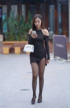 Beautiful Young Lady, Beautiful Asian Women, Beautiful Legs, China Girl, Cute Asian Girls, Sexy Stockings, Asian Woman, Fitness Fashion, Asian Beauty