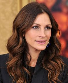Lancome Julia Roberts Eat Pray Love Premiere Drew Barrymore and Julia Roberts demonstrate Ombré Hair (which is way more wearable than Over 40 Hairstyles, Pretty Hairstyles, Straight Hairstyles, Fall Hairstyles, Newest Hairstyles, Hairstyles Pictures, Medium Hairstyles, Ombré Hair, Her Hair
