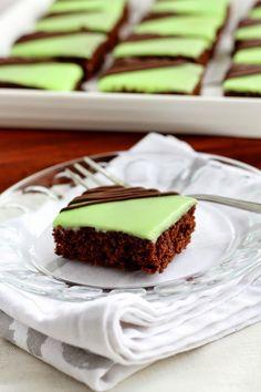 Suklaapossu: Ihanat minttu-suklaapalat A Food, Food And Drink, Finnish Recipes, Sweet Pie, Vegan Foods, Desert Recipes, No Bake Cake, Food Inspiration, Deserts