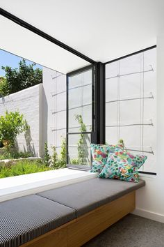 Moreover, a chic window seat will make your space more attractive. If you want to decorate your window seat, you must consider these window seat ideas. Modern Window Seat, Window Benches, Window Seats, Window Ledge, Window View, Contemporary Windows, Modern Windows, Bedroom Seating, Outdoor Rooms