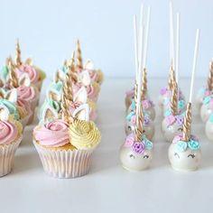 unicorn cupcakes & unicorn cakepops via (Cake Pops) Unicorn Foods, Unicorn Cakes, Unicorn Cake Pops, Unicorn Birthday Parties, Birthday Ideas, Cake Birthday, Birthday Table, 5th Birthday, Cute Cakes