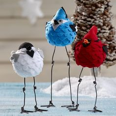 Felt Caroling Birds | FaveCrafts.com {I love the birds.. However, I think these would look great sitting on a birch bark log with pine cones and sprigs of pine for a festive table centerpiece that will carry you past Christmas and through to spring! Disabledironchef min}