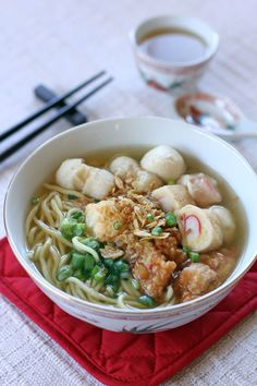 I guess there are a lot of variations of this Fishball Noodle Soup but it all boils down to two main ingredients, fishballs and noodles. I always saw this before in restaurants but never ordered them, I always had the perception of it tasting really light so I never cook them at home as well.