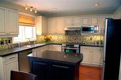 black countertops Black Countertops, Kitchen Renovations, Updated Kitchen, Kitchen Remodeling, Dark Countertops, Kitchen Redo