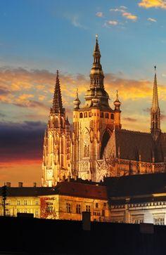 Praag is een van de mooiste steden van Europa en een echte toeristische trekpleister. De stad kent een prachtige historische binnenstad en andere bezienswaardigheden. Kamperen nabij Praag? Kijk eens op vacansoleil.nl!