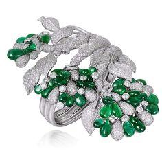 A sensational Narayan Jewelers Zambian emerald and diamond cuff, set in white gold. Indian Wedding Jewelry, Indian Jewelry, I Love Jewelry, Jewelry Design, Designer Jewelry, Jewelry Box, Hazoorilal Jewellers, Zambian Emerald, Gold Lace