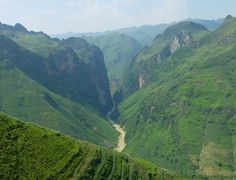 Read about our trip on the Hà Giang loop in the extreme north of Vietnam. Gorgeous scenery and nice encounters with the Hmong community.