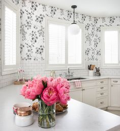 Photography: Stephani Buchman - stephanibuchmanphotography.com/  Read More: http://www.stylemepretty.com/living/2014/12/17/prettying-up-a-builder-kitchen/