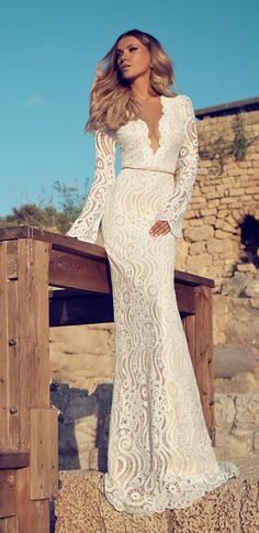 We're blown away by these amazing beach wedding dresses from top-notch designers like Anna Campbell and Julie Vino. Elegant silhouettes flowing in the wind and delicately gracing warm sand is just what we picture when we imagine the most perfect wedding by the ocean! Let these bohemian-chic beach wedding dresses, including lovely lace and striking details, take …