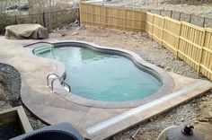 Discover new models of above-ground pools, semi-inground pools, in-ground pools and spas available at your Sima Canada dealer Vinyl Pools Inground, Small Inground Pool, Concrete Pool, Stamped Concrete, Pools For Small Yards, Pool Colors, Swimming Pool Water, Pool Installation, Pool Landscaping