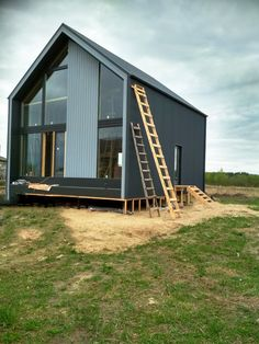 Modern Barn House, Modern Cottage, Prefab Cabins, Prefab Homes, Container House Design, Tiny House Design, Metal Building Homes, Building A House, Casas Containers