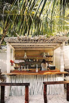 rustic outdoor bar...Some day when I have a in-ground pool, I want a swim up bar :)