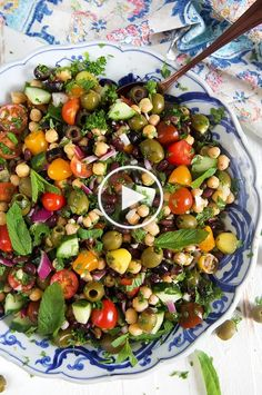 Simple, fresh, healthy and delicious! This easy Mediterranean Chickpea Salad is … Simple, fresh, healthy and delicious! This easy Mediterranean Chickpea Salad is quick and easy to make. So perfect for picnics and potlucks! Chickpea Salad Recipes, Vegetarian Recipes, Healthy Recipes, Summer Salad Recipes, Bean Salad Recipes, Salad Recipes Vegan, Chickpea Ideas, Health Salad Recipes, Vegan Recipes