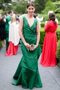 attended The New York Botanical Garden Conservatory Ball carrying the Crisp Packet clutch Nice Dresses, Formal Dresses, Anya Hindmarch, Fashion Weeks, Conservatory, Crisp, Style Fashion, Red Carpet, Glamour